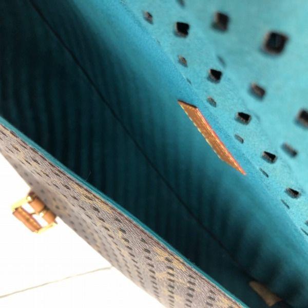 LOUIS VUITTON/ルイヴィトン ショルダーバッグ ソミュール30 M93998 モノグラム ペルフォ 中身または上からの写真
