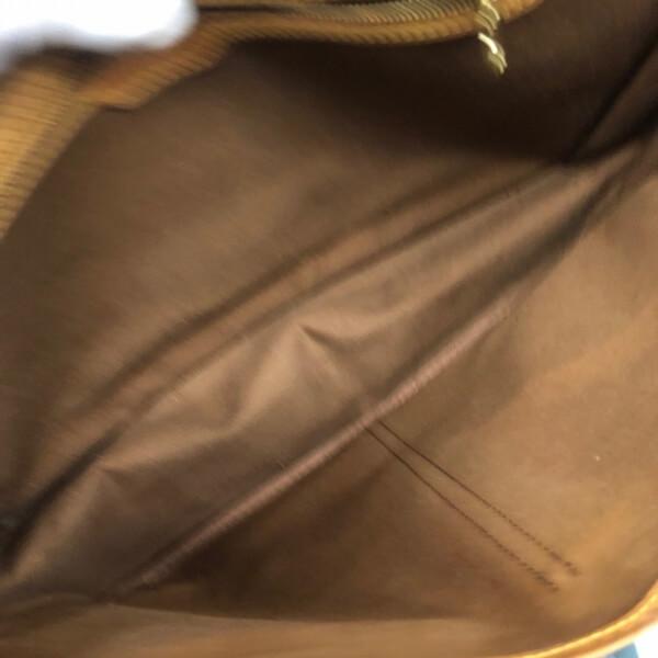 LOUIS VUITTON/ルイヴィトン ショルダーバッグ ジベシエールGM M42249 モノグラム 中身または上からの写真