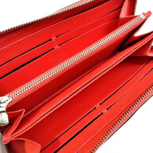 LOUIS VUITTON/ルイヴィトン ラウンドファスナー 財布 ジッピーウォレット M61548 エピ 中身または上からの写真